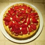 Cheesecake al Cioccolato Bianco con Fragole e Mandorle Pralinate