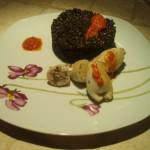 Farro al Nero con Calamari Ripieni e Riduzione di Pomodoro