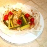 Merluzzo al Cartoccio con Zucchine, Cipolline Borrettane e Pomodorini