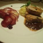 Filetto di manzo al cioccolato con patata soffice e pere