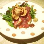 filetti di branzino in crosta di prosciutto con chips di mele e riduzione al sidro