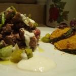 Straccetti di manzo agli asparagi e crema di yogurt e parmigiano con zucchine croccantii