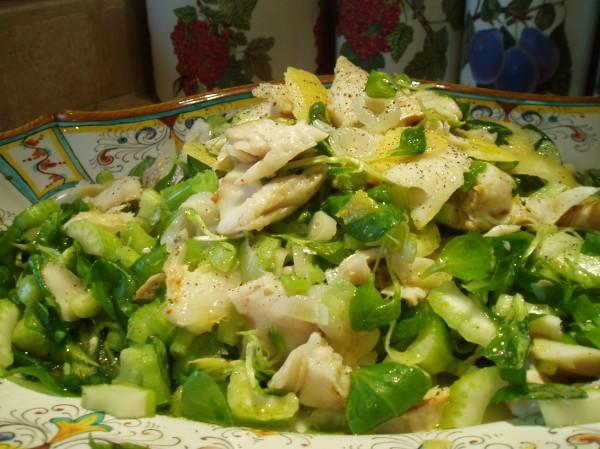 Baccalà in insalata al profumo di limone con sedano, valeriana e cipolla fresca