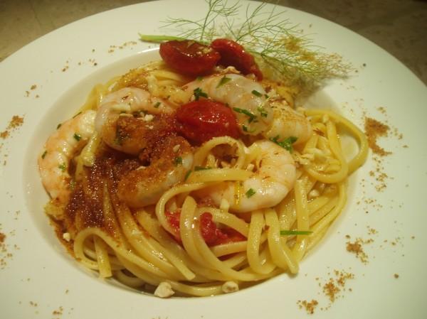 Linguine aglio, olio, gamberi marinati e bottarga