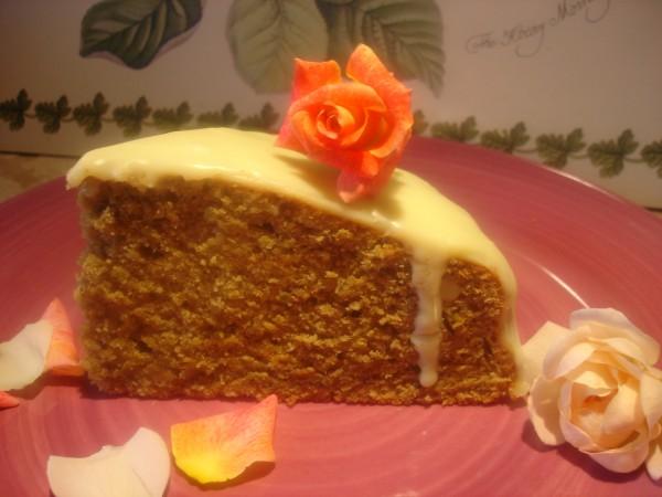 Torta soffice alla rosa e pistacchio con crema al cioccolato bianco