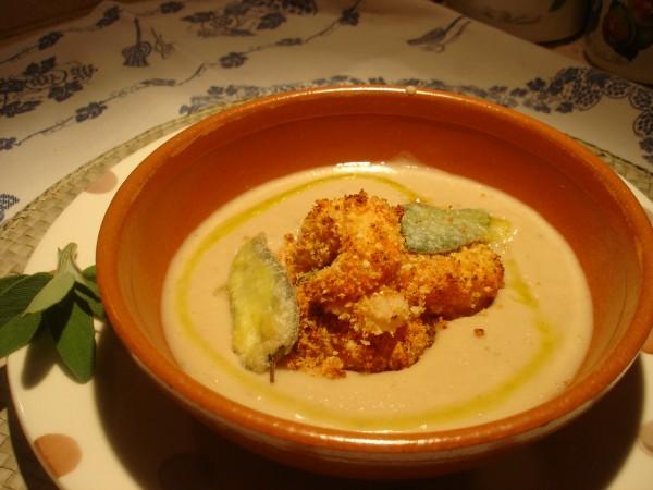Crema di Cannellini e Cipolla con Gamberi in crosta e Salvia fritta