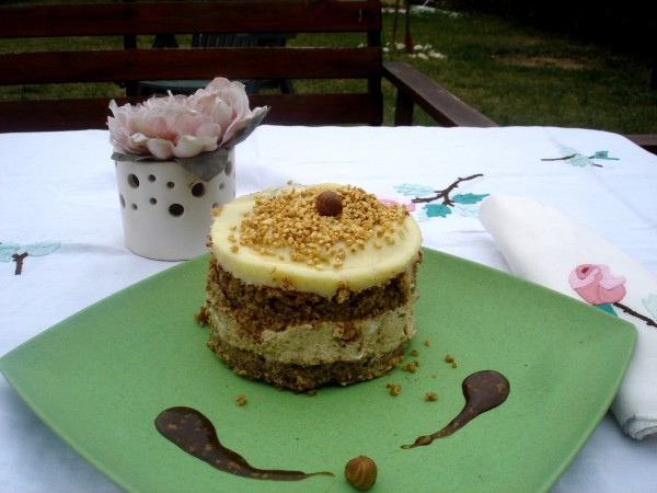 Torta soffice alle Nocciole con Mousse al Caffé e Cioccolato Bianco