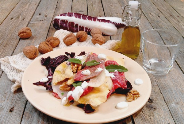 Carpaccio tiepido al radicchio e noci con fondutina di Caprino e sfoglie all'olio 2