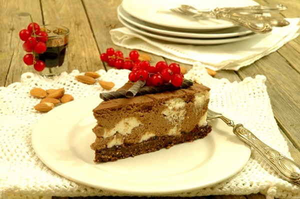 Cheesecake fredda al doppio cioccolato e frutti di bosco