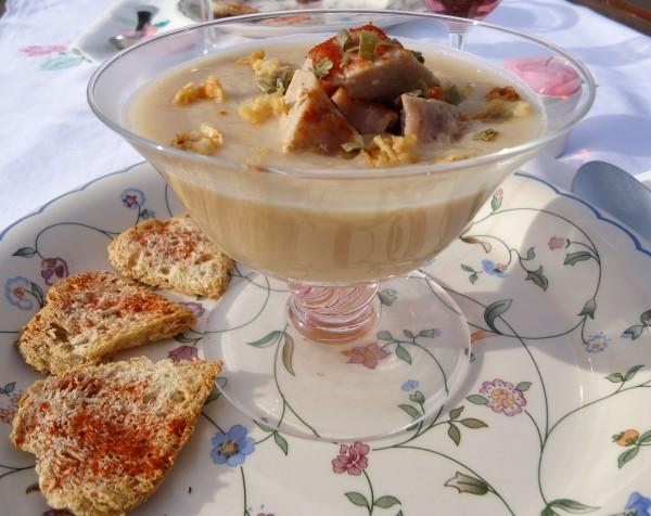 Crema di Topinambur con Tonno scottato alla Soia e briciole di Cipolla essiccata