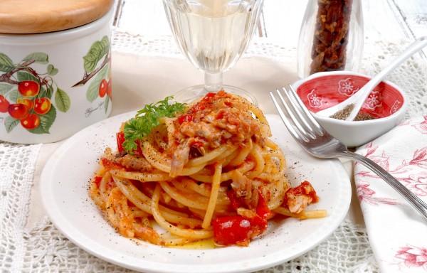 Spaghettoni all'Amatriciana di Scorfano e Pepe di Sarawak