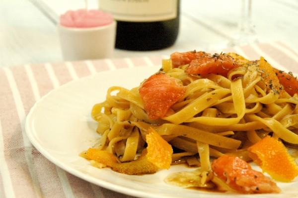 Tagliatelle in emulsione di soia con fiocchi di Salmone marinato alle erbe e Arancia candita 2